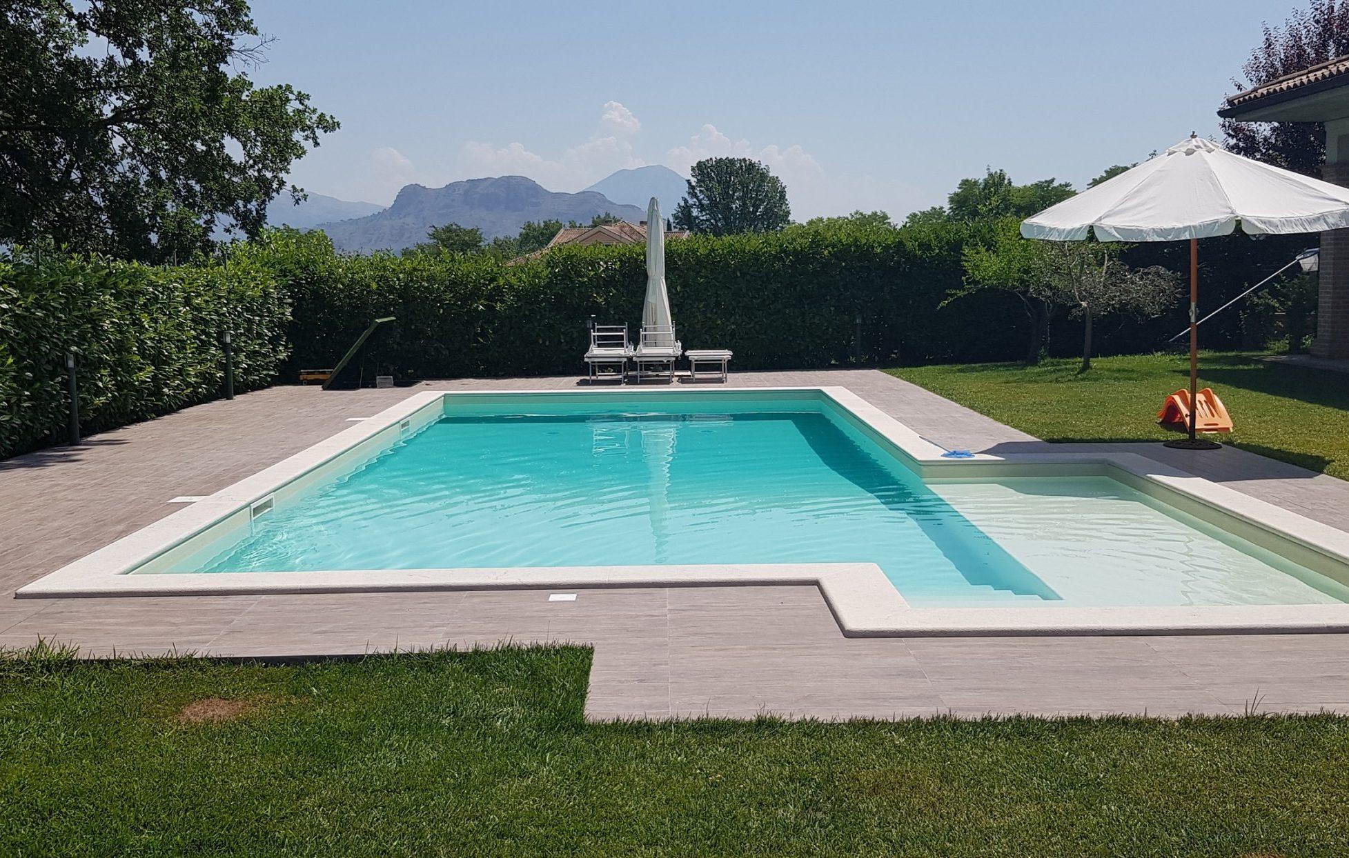 Non è complicato costruire una piscina; basta seguire alcune formalità